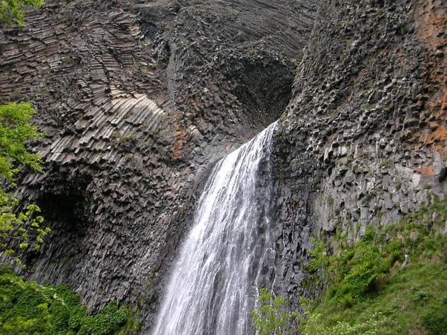 Cascade volcanique
