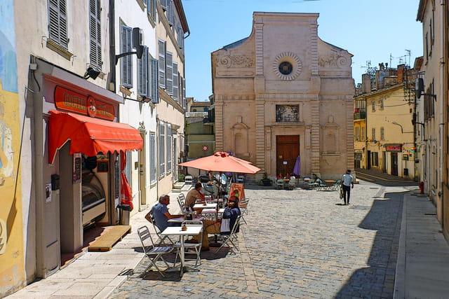 Centre ville couleurs Mistral - Ruelles et places d'aujourd'hui - Esquiros