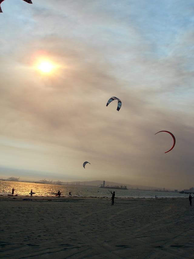 Cerf-volant et coucher de soleil