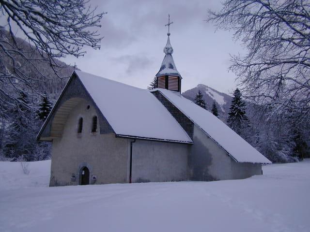 Chapelle à la niege