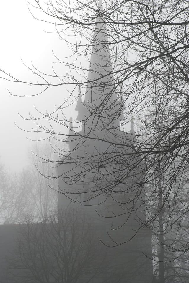 Chapelle dans la brume