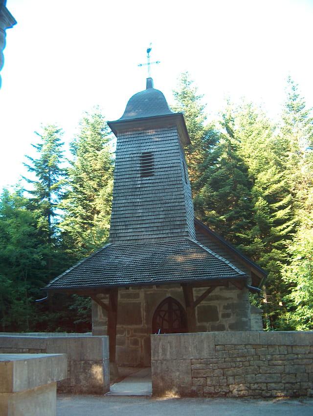 Chapelle dans la forêt