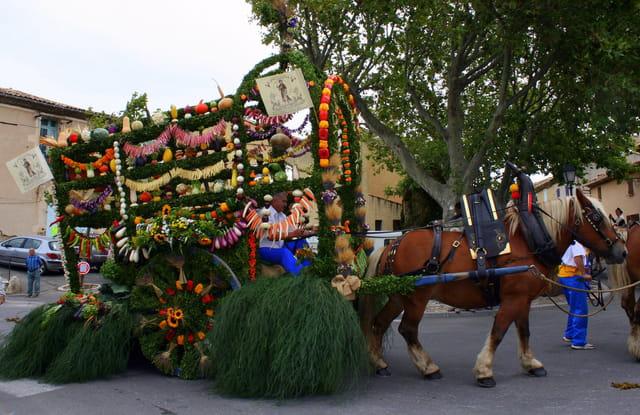 Charette garnie de fruits et légumes