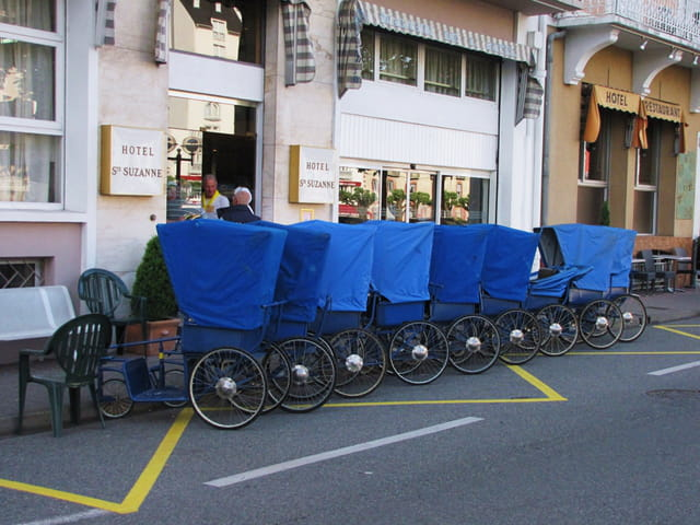 Chariots pour le transport des malades à LOURDES.