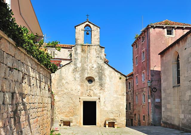 Charme et sobriété de l'église Saint-Pierre
