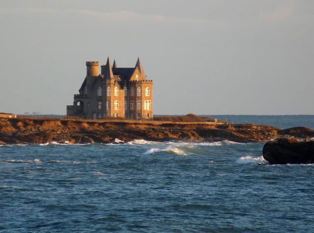 Château au soleil couchant