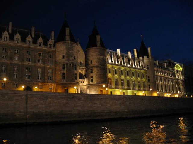 Château aux reflets d'or