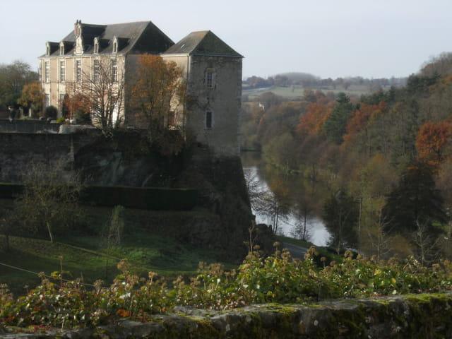 Vihiers (Maine-et-Loire)Château de Maupassant