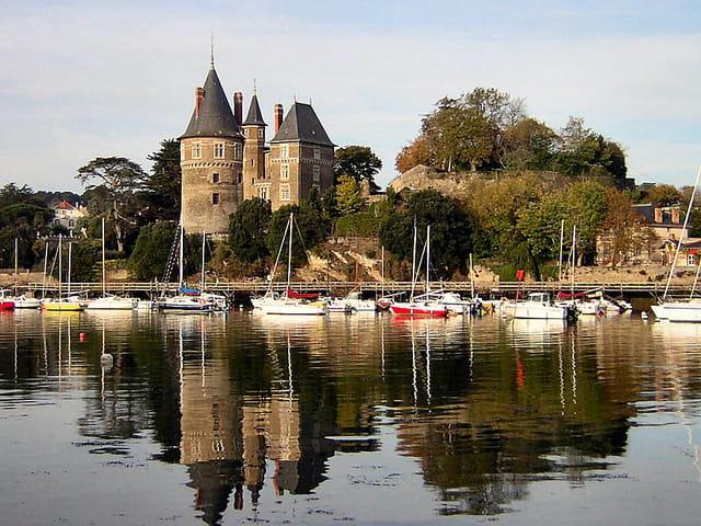 Chateau et port