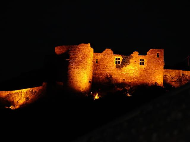 Chateau fort la nuit