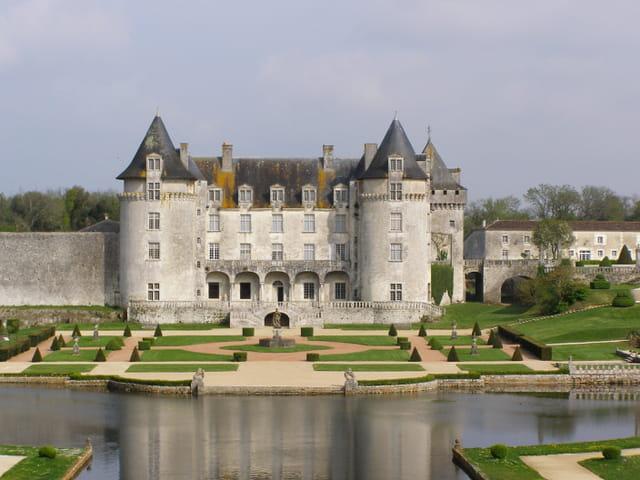 Chateau la belle aux bois dormants