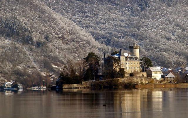 Chateau sur le Lac
