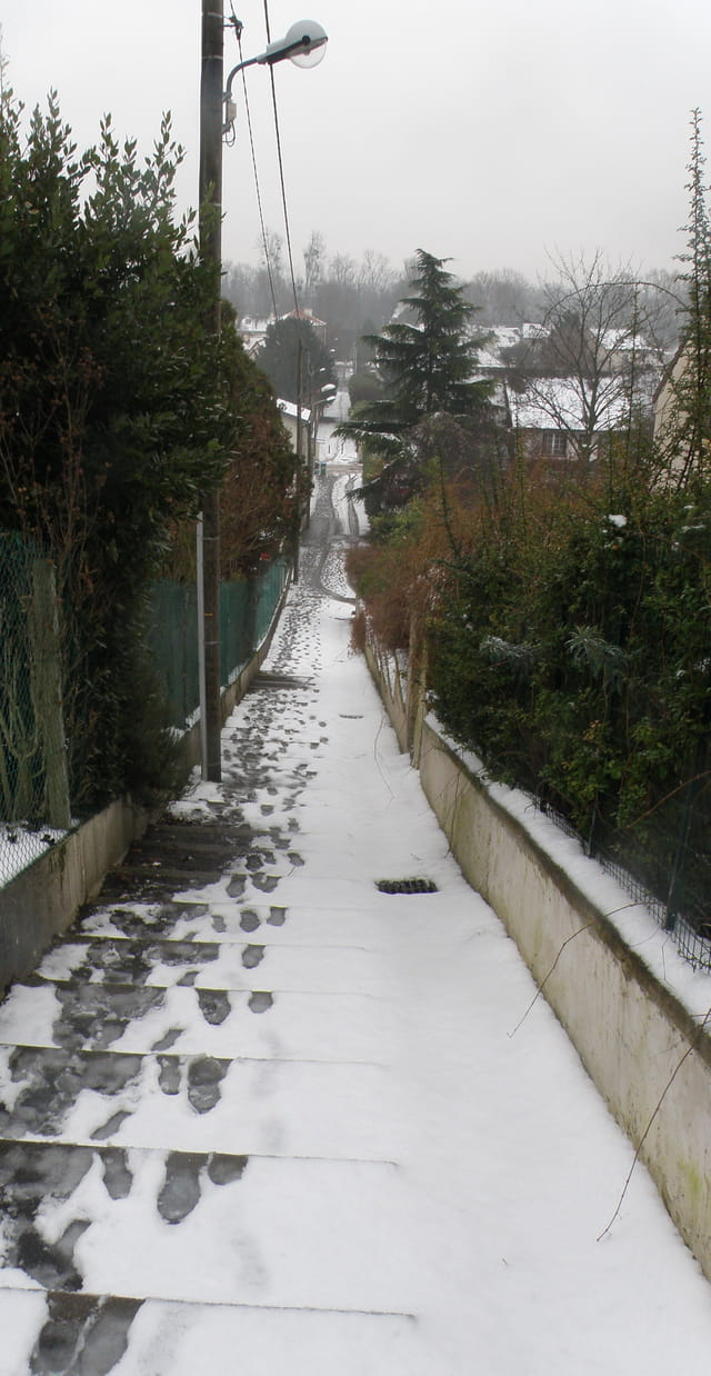 Chemin de traverse enneigé