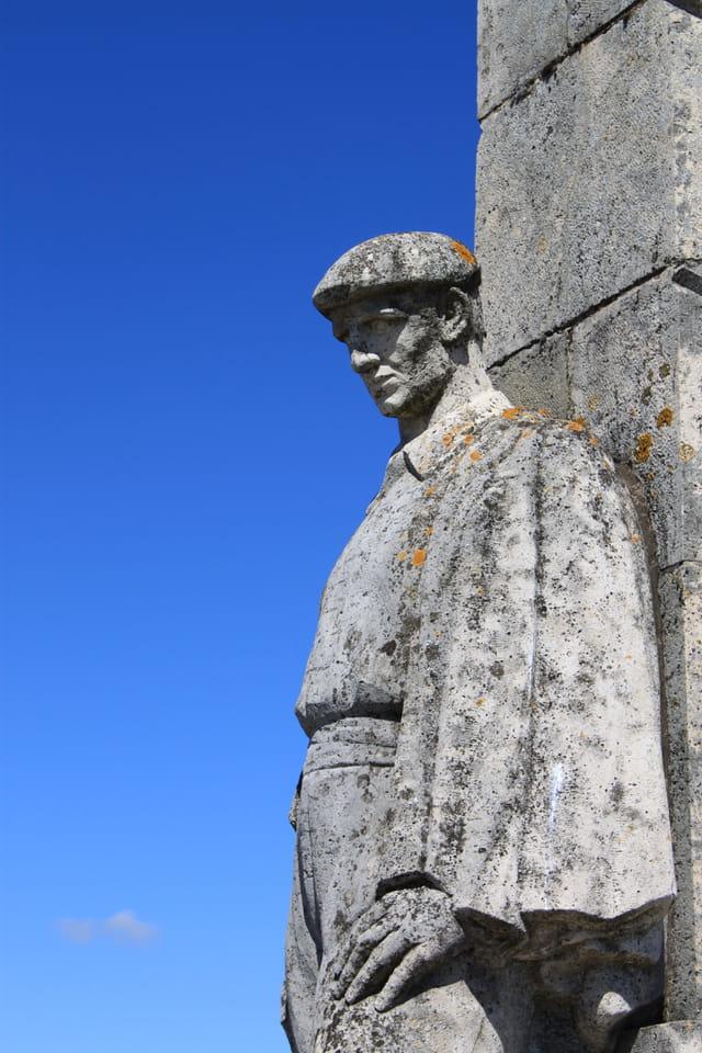Chemin des Dames - Monument des Basques