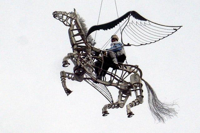 Cheval ailé au carnaval de martigue