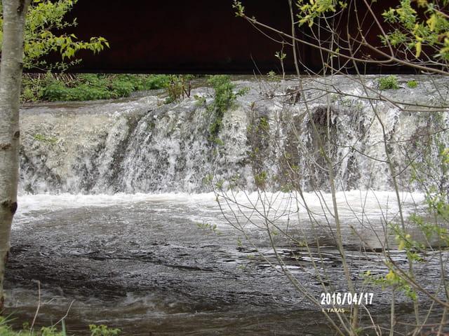 Chute d'eau avant la rivière