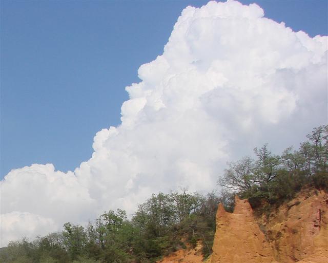 Ciel blanc sur le Colorado Provençal