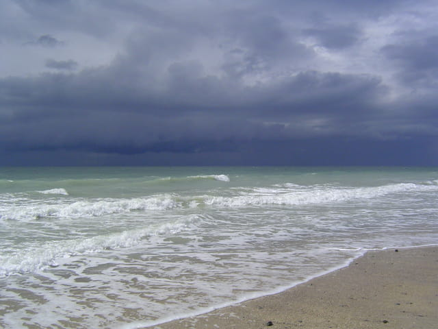 Ciel noir, mer blanche