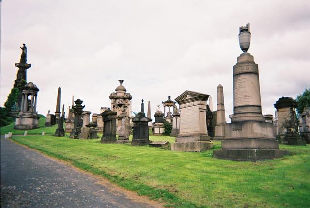 Cimetière necropolis