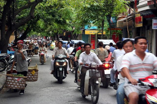 Circuler à motos dans Hanoi, Vietnam