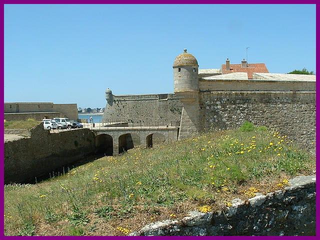 Citadelle de port louis au printemp