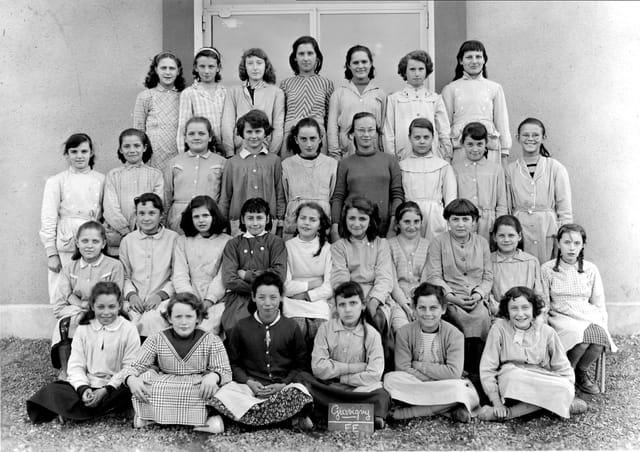 Classe de filles de Mme Dupuis