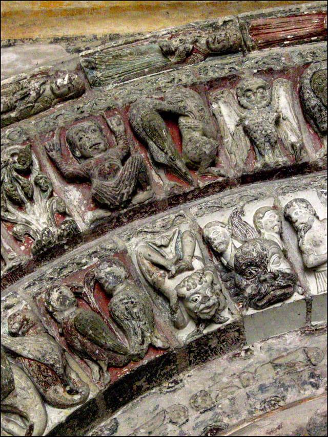 Collégiale Saint-Ours (bas-relief polychrome du XIIe s.)