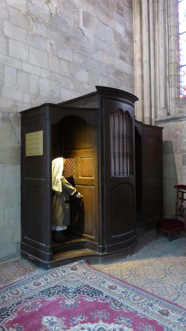 Confessionnal du XVIII° siècle (Cathédrale St Pierre)