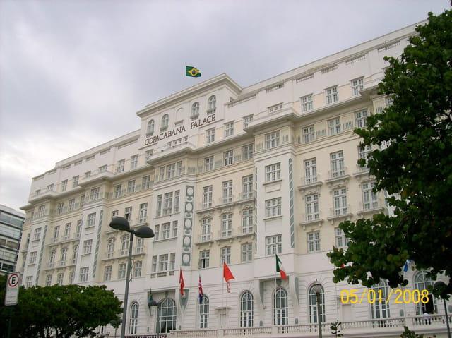 copacabana palace par gilbert trellu sur l 39 internaute. Black Bedroom Furniture Sets. Home Design Ideas