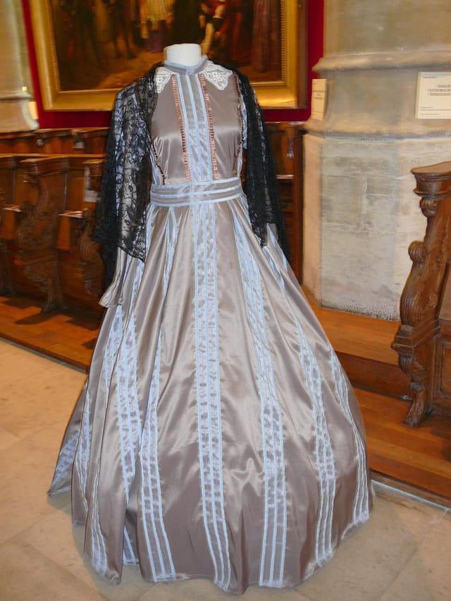 Copie d'une robe du 19ème siècle