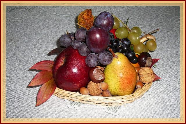 Corbeille de fruits au couleurs automnales