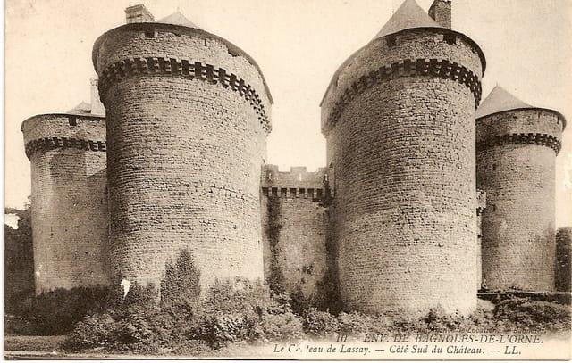 Côté Sud du château de Lassay