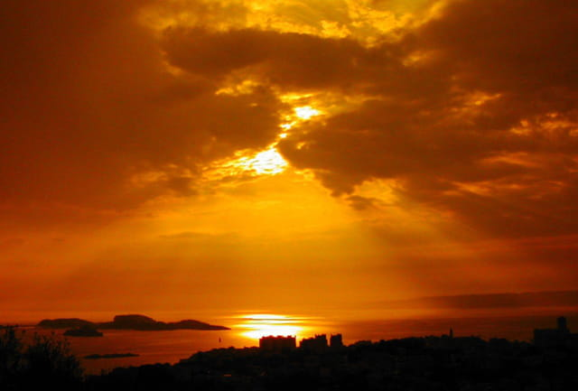 Couche de soleil sur le roucas blan