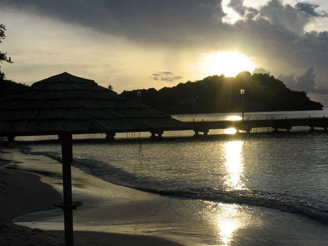 Coucher de soleil au bord de la mer