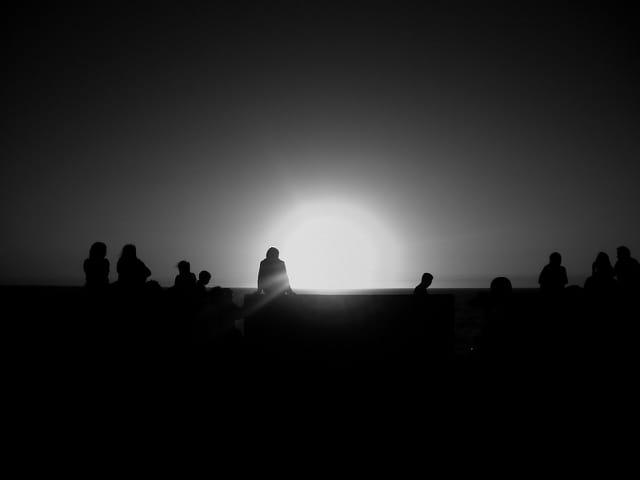 Coucher de soleil noir et blanc