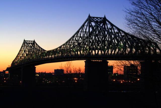 Coucher de soleil sous le pont Jacques-Cartier