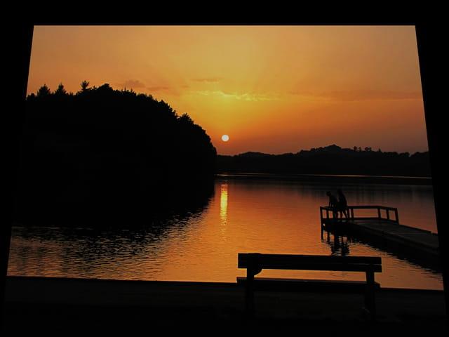 Coucher de soleil sur le lac.