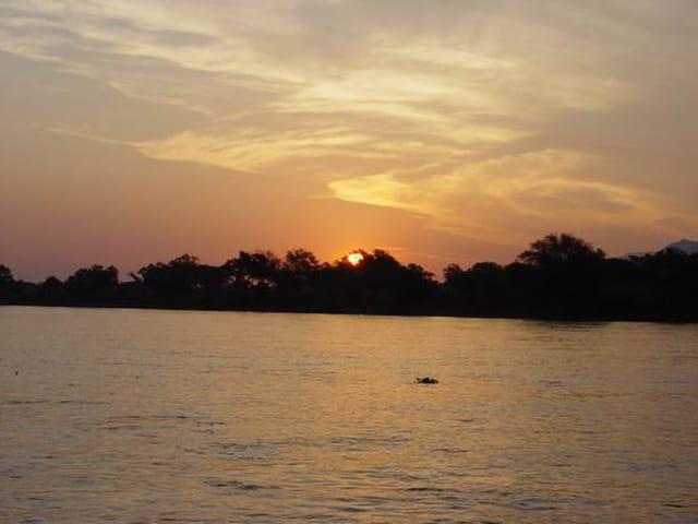 Coucher de soleil sur le zambeze