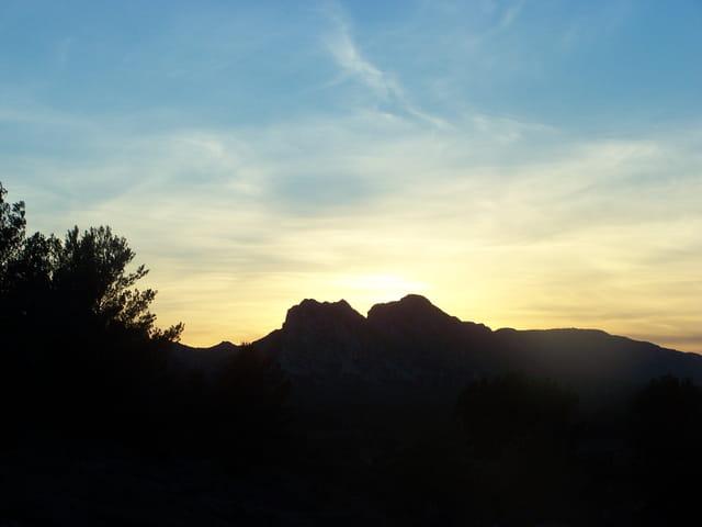 Coucher de soleil sur les alpilles-