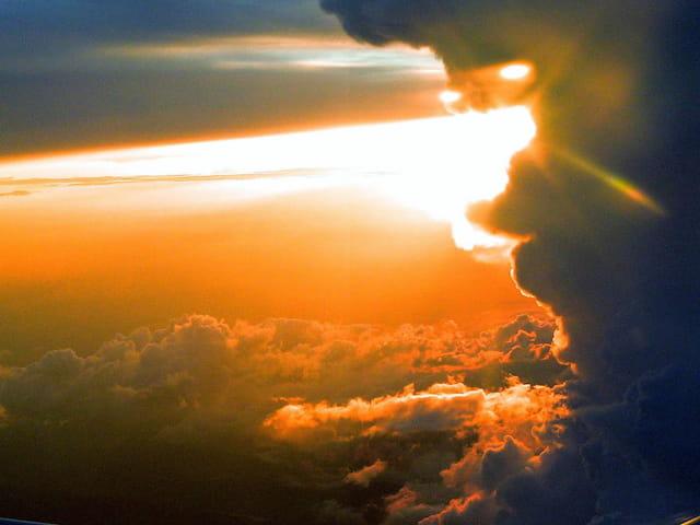 Coucher de soleil vu d'avion