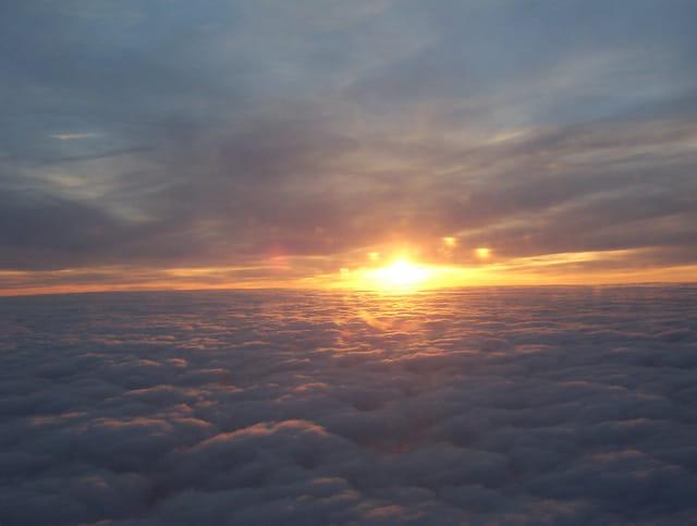 Coucher sur les nuages