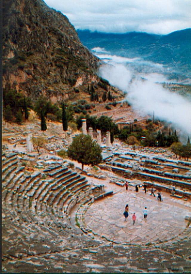 Coup de théâtre à Delphes