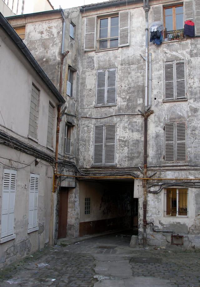 Cour d'immeuble Paris Ancien.