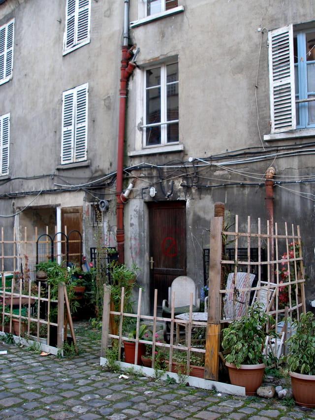 Cour d'immeuble, rue de Crimée