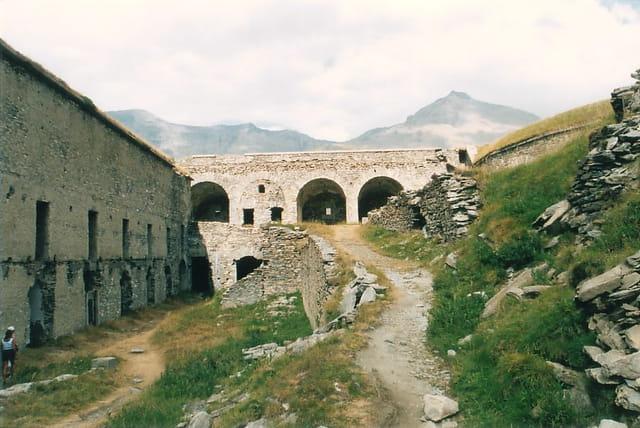 Cour intérieur du fort de Ronce