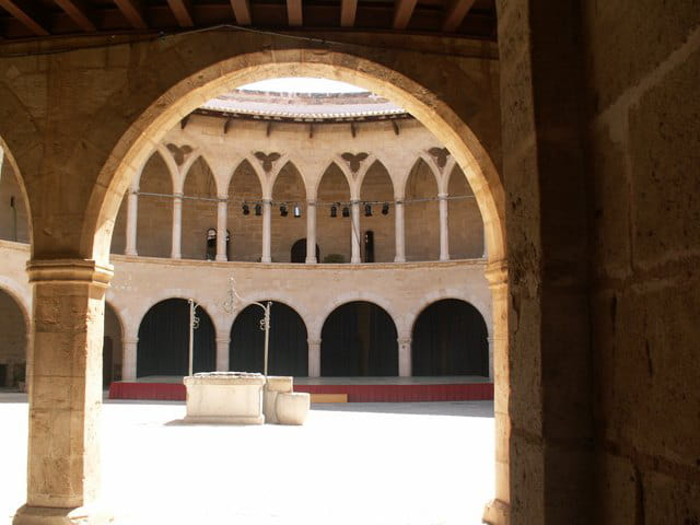 Cour principale castell bevell