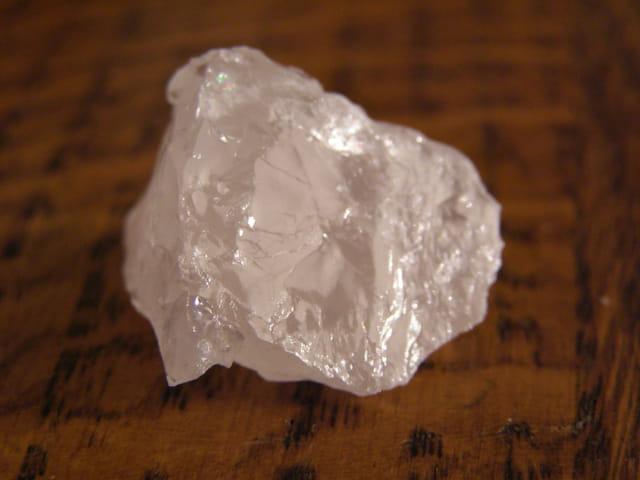 Cratère dans le quartz