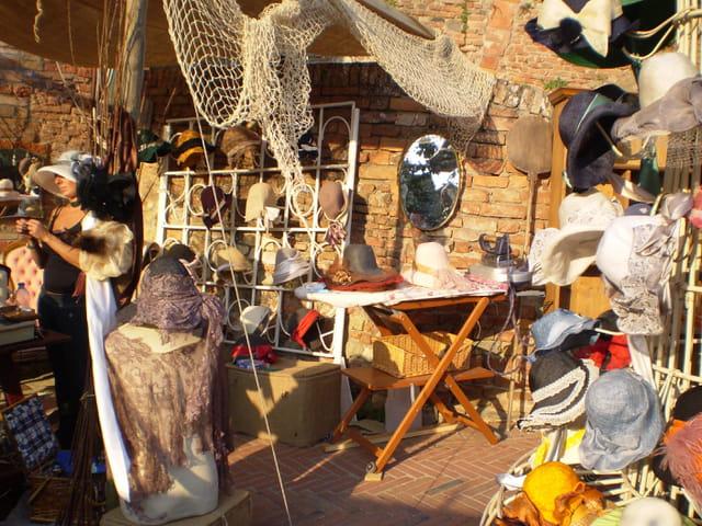 Création de chapeaux à Certaldo