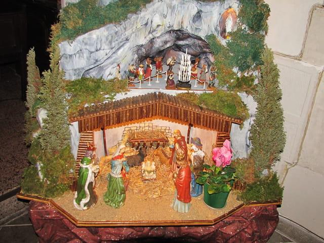 Crèche + Grotte de Lourdes.