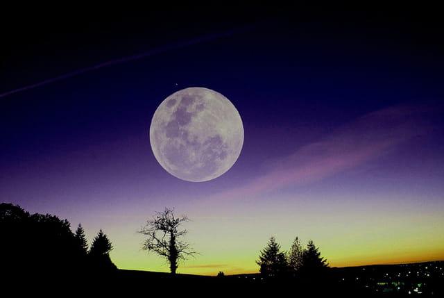 Crépuscule et lune